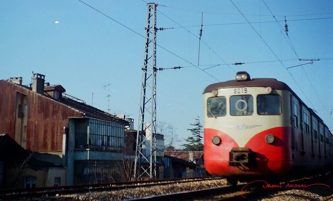 "Former ""banliyö"" train near Yedikule, 1986. Photo: Orhan Ahıskal"