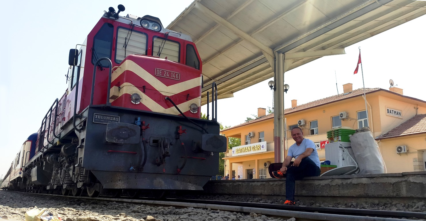 Orhan with diesel engine at Batman station. Photo: Orhan Ahıskal