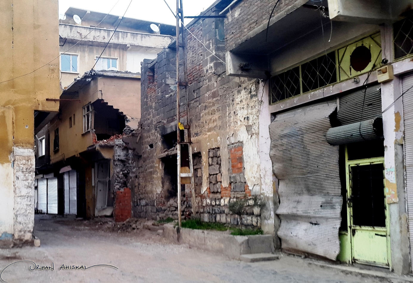 A street at Sur District, Diyarbakır. Photo: Orhan Ahıskal