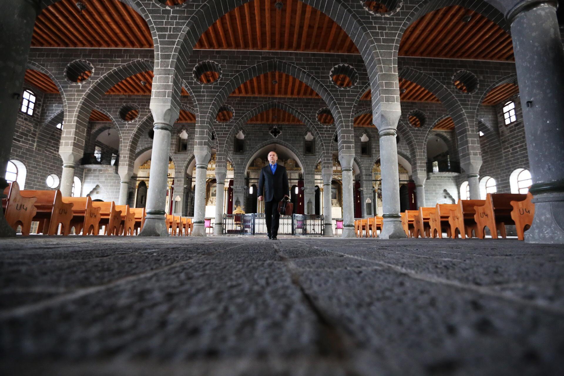 Before recital at Surp Giragos. Photo: Orhan Ahıskal