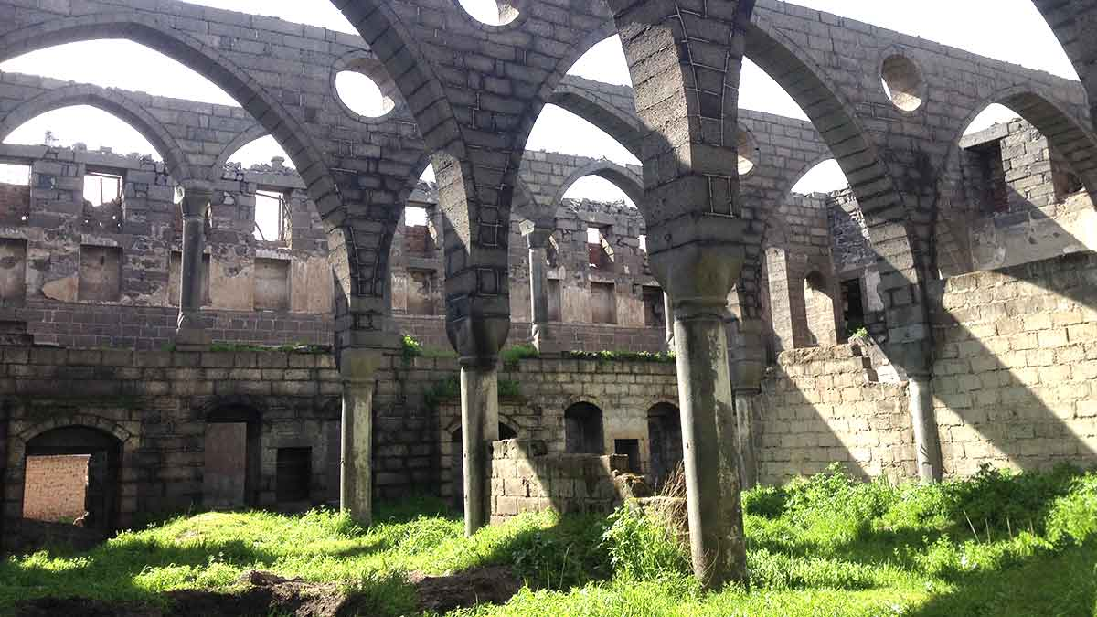 Surp Giragos Armenian Church before restoration (source: internet)