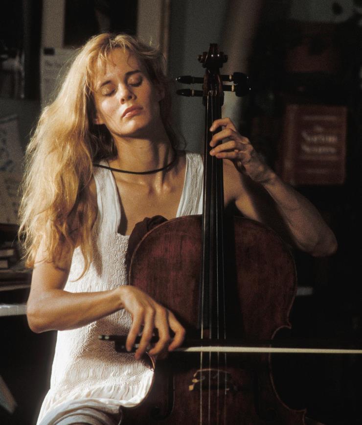 Lori Singer in Robert Altman's Short Cuts, 1993